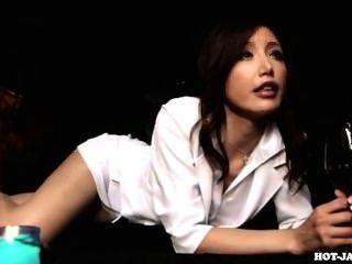 Meninas japonesas atacaram a mulher madura lasciva em kitchen.avi