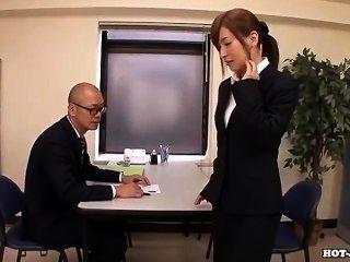 Meninas japonesas masturbated com garota de massagem atraente em hotel.avi