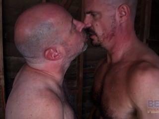 Velho gay foda músculo gajo