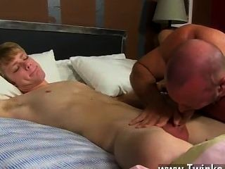 Filme gay de check-out como anthony evans atira sua carga spunk sobre