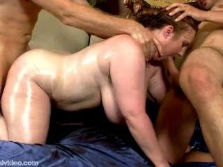 Trio com uma vagabunda gorda