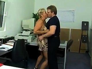 Chunky alemão puma burro fodido no escritório (sid69)