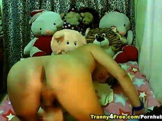 Tranny bonito em vidros masturabting