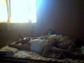 Casal indiano sozinho em casa 03