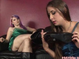 Lésbica botas de couro licking