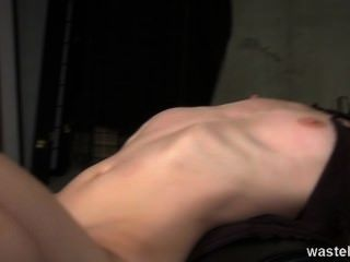 Ginger dominatrix tem um escravo de sexo loiro para brincar