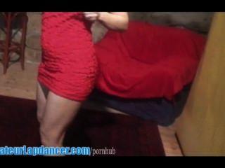 Ela sabe como se mover e lapdances