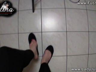 Domina zeigt ihre füße em bailarinas wichsanweisung