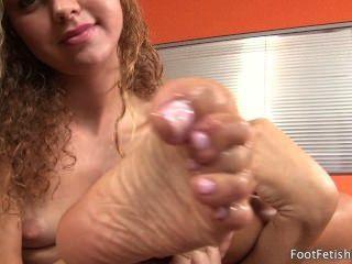 Jessie rogers chupando seus pés