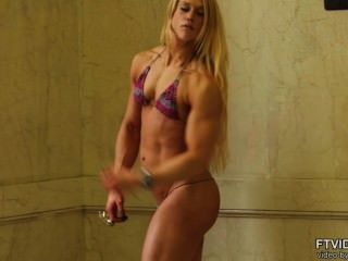 Qualidade da menina do músculo suíço