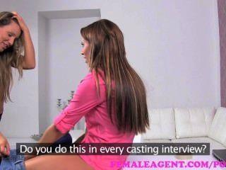 Agente feminina.Beleza bissexual no casting sensual sensual