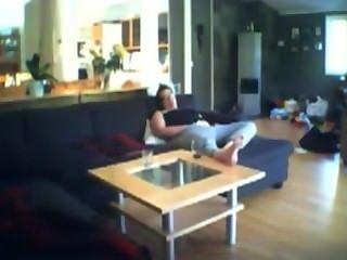 Voyeuring milf jenny dedilhado no sofá