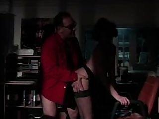 Roberto malone mostra como um macho comedor de boa pegada deve fazer