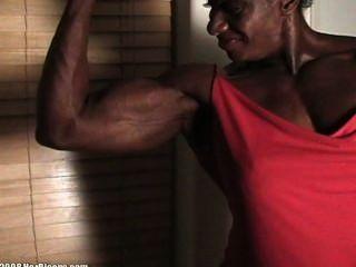 Medição de bíceps de ébano