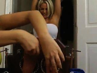 Tortura de cócegas loiras em estoques