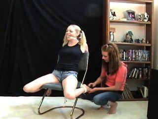 Lexi que faz cócegas sara liz f / f, esta menina é o meanest em agradar!