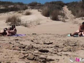 Ainara follando na praia