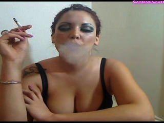 Sexy girl fumo e teaser fetiche de fumar