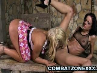 Britney busty blondie tendo um apaixonado sexo lésbica com amigo