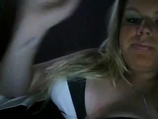 Fumo quente da menina uma fetiche do fumo do cig não nu