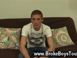 Sexo gay como eu estava filmando ele, ele continuou a jack fora de seu pau duro e