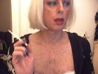 Fumando sissy chrissy