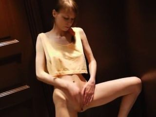 Masturbação vagina adolescente com bidé