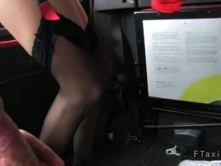 Comissário de bordo fodido em táxi