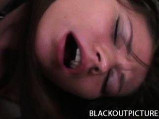 Lilou gorgeous brunette perfurado por um pecker preto longo