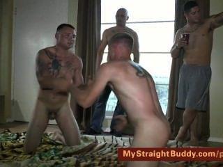 Marines retos lutando nu