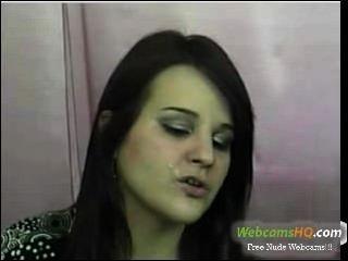 Mais quente de 19 anos com seu grande dildo azul na webcam