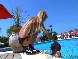 Adoração loira piscina