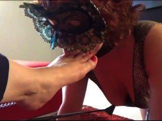 Madura loira pé sexy adoração