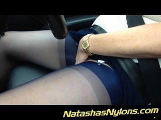 Auto-estrada de condução em meias piscando