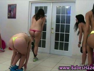 Naked faculdade adolescentes exercendo