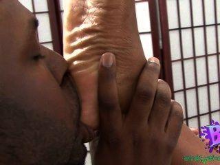 Sinnamon amor ebony pé adoração