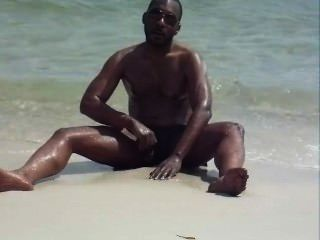 Flagra negao punheta na praia