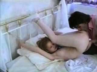 Como Tiffany sentir que um cara amarra-la para a cama e fodê-la?