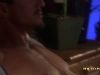 Brooke banner fucks um cara e leva o seu cum sobre os pés