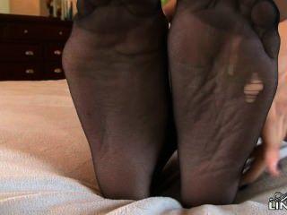 Estrela celeste é muito quente em meias e ela teases com pés