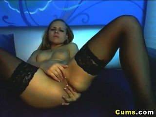 Adolescente loura bonito masturba