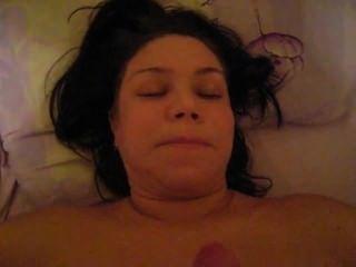 Esposa está fazendo mamada, então eu cum em seu rosto