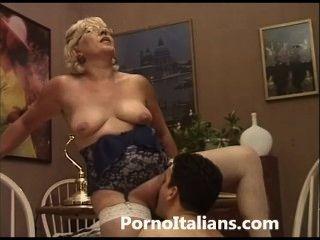 Italiano maduro boquete italiana matura fa pompino a ragazzo eccitato