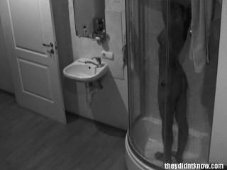 Câmera escondida chuveiro quente adolescente