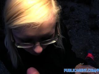 Publicagent outdoor fucking com sexy loira em óculos