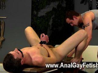 Filme gay de aiden recebe um monte de penalidade neste filme também, tendo seu