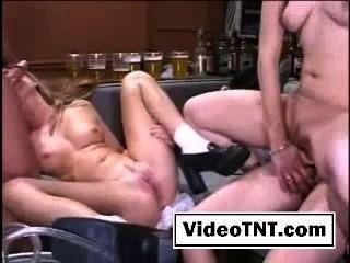 Foursome sexo gangbang grupo sexo meninas sexy fodendo pornô orgia gemendo lesbia
