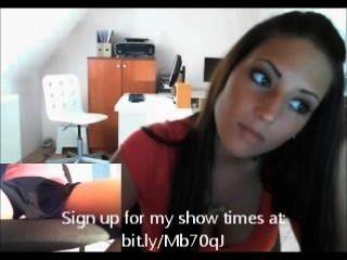 Webcam menina em seu escritório