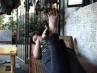 Dedo do pé asiático espalhar as unhas dos pés