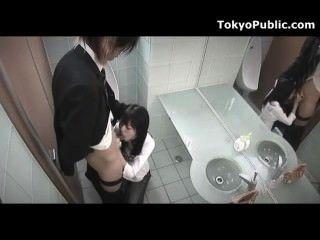 Cam escondido japanese girl getting public facial
